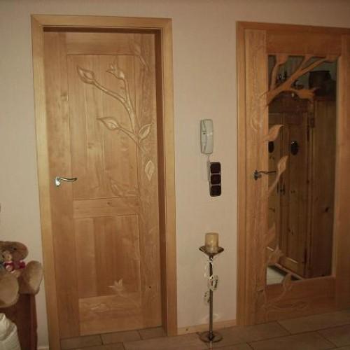 geschnitzte Türen